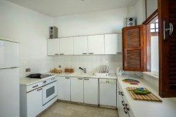 Кухня. Кипр, Пернера : Шикарная вилла с 6-ю спальнями, с большим бассейном, зелёной территорией, традиционной таверной с барбекю и теннисным кортом