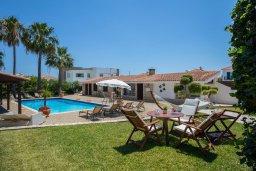 Территория. Кипр, Пернера : Шикарная вилла с 6-ю спальнями, с большим бассейном, зелёной территорией, традиционной таверной с барбекю и теннисным кортом