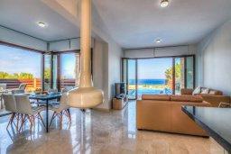 Гостиная. Кипр, Каво Марис Протарас : Роскошная вилла с панорамным видом на Средиземное море, с 4-мя спальнями, с бассейном, солнечной террасой и барбекю