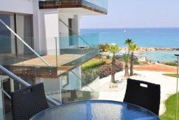 Балкон. Кипр, Каво Марис Протарас : Современный апартамент с шикарным видом на море, гостиной и отдельной спальней, расположен на набережной Протараса