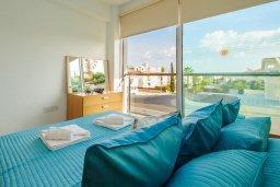 Спальня. Кипр, Фиг Три Бэй Протарас : Шикарный апартамент с прекрасным видом на Средиземное море, в 100 метрах от пляжа, с гостиной, отдельной спальней и балконом