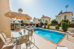 Бассейн. Кипр, Нисси Бич : Шикарная вилла с бассейном, с 2-мя спальнями, с настольным теннисом, патио и барбекю