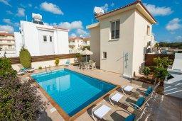 Фасад дома. Кипр, Нисси Бич : Шикарная вилла с бассейном, с 2-мя спальнями, с настольным теннисом, патио и барбекю