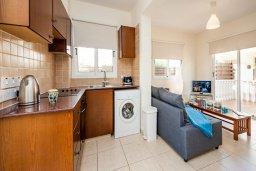Кухня. Кипр, Нисси Бич : Шикарная вилла с бассейном, с 2-мя спальнями, с настольным теннисом, патио и барбекю