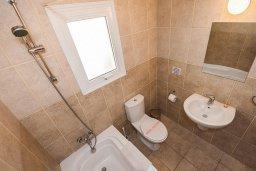 Ванная комната. Кипр, Нисси Бич : Шикарная вилла с бассейном, с 2-мя спальнями, с настольным теннисом, патио и барбекю