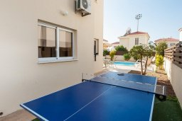 Терраса. Кипр, Нисси Бич : Шикарная вилла с бассейном, с 2-мя спальнями, с настольным теннисом, патио и барбекю