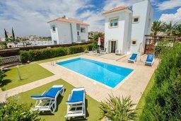 Фасад дома. Кипр, Ионион - Айя Текла : Роскошная вилла с бассейном и зелёным садом, с 2-мя спальнями, патио и барбекю, расположена в тихом и спокойном месте