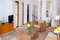 Гостиная. Кипр, Си Кейвз : Прекрасная вилла с 2-мя спальнями, с бассейном, сауной, джакузи и барбекю