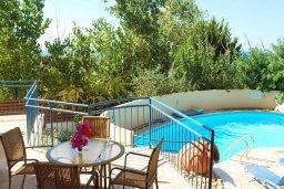 Терраса. Кипр, Си Кейвз : Прекрасная вилла с 2-мя спальнями, с бассейном, сауной, джакузи и барбекю