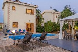 Фасад дома. Кипр, Сиренс Бич - Айя Текла : Потрясающая вилла с 2-мя спальнями, с бассейном, просторным зелёным двориком с lounge-зоной и традиционным кипрским барбекю