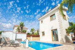 Фасад дома. Кипр, Сиренс Бич - Айя Текла : Роскошная вилла с бассейном, с 2-мя спальнями, прекрасным зелёным садом с патио и барбкю