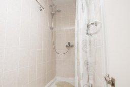 Ванная комната 2. Кипр, Сиренс Бич - Айя Текла : Роскошная вилла с бассейном, с 2-мя спальнями, прекрасным зелёным садом с патио и барбкю