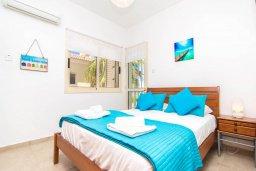 Спальня. Кипр, Пернера Тринити : Шикарная вилла с захватывающим видом на Средиземное море, с 3-мя спальнями, с бассейном, патио и барбекю, расположена в 100 метрах от пляжа
