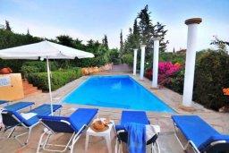 Бассейн. Кипр, Си Кейвз : Комфортабельная вилла с потрясающим видом на Средиземное море, с 3-мя спальнями, с бассейном,солнечной террасой с патио и барбекю, с сауной и джакузи