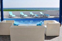 Патио. Кипр, Мазотос : Красивая и современная вилла с шикарным видом на море, с 3-мя спальнями, с бассейном, патио и барбекю, расположена на побережье деревни Мазотос