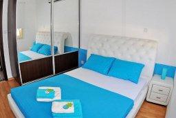 Спальня 2. Кипр, Мазотос : Красивая и современная вилла с шикарным видом на море, с 3-мя спальнями, с бассейном, патио и барбекю, расположена на побережье деревни Мазотос