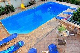 Бассейн. Кипр, Си Кейвз : Шикарная вилла с видом на море, с 4-мя спальнями, с бассейном, зелёным двориком с патио и барбекю, с джакузи и сауной