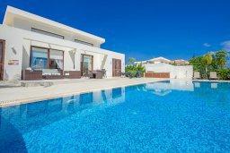 Фасад дома. Кипр, Санрайз Протарас : Элегантная вилла с видом на море, с 4-мя спальнями, с большим бассейном и зелёной территорией, с патио, барбекю и баскетбольной площадкой