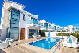Фасад дома. Кипр, Каво Марис Протарас : Эксклюзивная вилла в 100 метрах от пляжа с потрясающим видом на море, с 5-ю спальнями, с бассейном, лифтом, террасой на крыше и барбекю