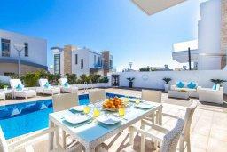 Обеденная зона. Кипр, Каво Марис Протарас : Эксклюзивная вилла в 100 метрах от пляжа с потрясающим видом на море, с 5-ю спальнями, с бассейном, лифтом, террасой на крыше и барбекю