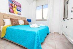 Спальня. Кипр, Каво Марис Протарас : Эксклюзивная вилла в 100 метрах от пляжа с потрясающим видом на море, с 5-ю спальнями, с бассейном, лифтом, террасой на крыше и барбекю
