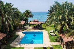 Бассейн. Кипр, Аргака : Роскошная прибрежная вилла с 6-ю спальнями, с бассейном, зелёным садам с беседкой и барбекю