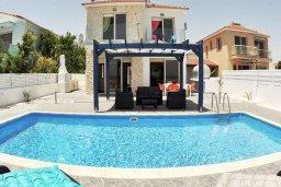 Фасад дома. Кипр, Мазотос : Красивая и современная вилла с потрясающим видом на море, с 3-мя спальнями, с бассейном, патио и барбекю, расположена в 100 метрах от пляжа