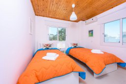 Спальня 3. Кипр, Санрайз Протарас : Шикарная вилла с 3-мя спальнями, большим двориком с солнечной террасой с патио и с бассейном, расположена в эксклюзивном районе Profitis Elias Hill