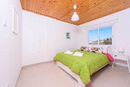 Спальня. Кипр, Санрайз Протарас : Шикарная вилла с 3-мя спальнями, большим двориком с солнечной террасой с патио и с бассейном, расположена в эксклюзивном районе Profitis Elias Hill