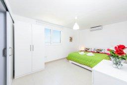 Спальня 2. Кипр, Санрайз Протарас : Шикарная вилла с 3-мя спальнями, большим двориком с солнечной террасой с патио и с бассейном, расположена в эксклюзивном районе Profitis Elias Hill