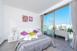 Спальня. Кипр, Каво Марис Протарас : Лакшери вилла с видом на море, с 6-ю спальнями, с бассейном с джакузи, тренажерным залом, сауной и lounge-зоной, расположена на собственном песчаном пляже