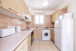 Кухня. Кипр, Каппарис : Современный апартамент с 3-мя спальнями, меблированным балконом, в комплексе с общим бассейном