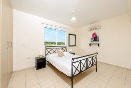 Спальня. Кипр, Каппарис : Современный апартамент с 3-мя спальнями, меблированным балконом, в комплексе с общим бассейном