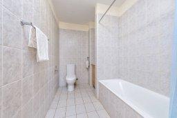 Ванная комната. Кипр, Каппарис : Современный апартамент с 3-мя спальнями, меблированным балконом, в комплексе с общим бассейном