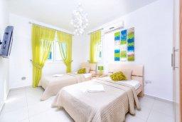 Спальня 2. Кипр, Каппарис : Роскошная вилла с панорамным видом на море, с 4-мя спальнями, с бассейном, джакузи и lounge-зоной на крыше
