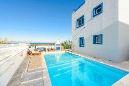 Бассейн. Кипр, Каппарис : Роскошная вилла с панорамным видом на море, с 4-мя спальнями, с бассейном, джакузи и lounge-зоной на крыше