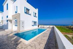 Фасад дома. Кипр, Каппарис : Роскошная вилла с потрясающим видом на море, с 5-ю спальнями, сауной, с бассейном и патио с барбекю