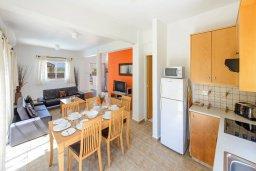 Кухня. Кипр, Пернера Тринити : Уютная вилла с 3-мя спальнями, с солнечной террасой с патио, бассейном и барбекю, расположена недалеко от пляжа