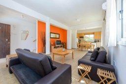 Гостиная. Кипр, Пернера Тринити : Уютная вилла с 3-мя спальнями, с солнечной террасой с патио, бассейном и барбекю, расположена недалеко от пляжа
