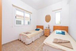 Спальня 2. Кипр, Пернера Тринити : Уютная вилла с 3-мя спальнями, с солнечной террасой с патио, бассейном и барбекю, расположена недалеко от пляжа