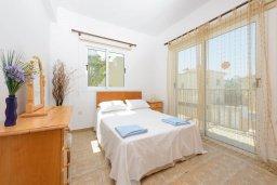 Спальня. Кипр, Пернера Тринити : Уютная вилла с 3-мя спальнями, с солнечной террасой с патио, бассейном и барбекю, расположена недалеко от пляжа