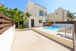 Фасад дома. Кипр, Пернера Тринити : Уютная вилла с 3-мя спальнями, с солнечной террасой с патио, бассейном и барбекю, расположена недалеко от пляжа