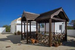 Терраса. Кипр, Санрайз Протарас : Изысканная вилла с 5-ю спальнями, с большим бассейном, зелёной территорией с барбекю и беседкой