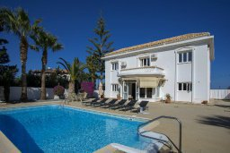 Фасад дома. Кипр, Санрайз Протарас : Изысканная вилла с 5-ю спальнями, с большим бассейном, зелёной территорией с барбекю и беседкой