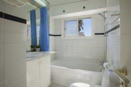 Ванная комната 2. Кипр, Коннос Бэй : Прекрасный апартамент с большой гостиной, двумя спальнями, двумя ванными комнатами и балконом