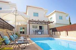 Фасад дома. Кипр, Коннос Бэй : Прекрасная вилла с видом на море, с 3-мя спальнями, с бассейном, расположена недалеко от пляжа Mimosa