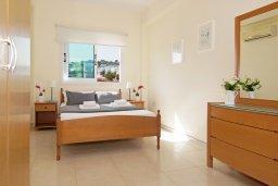 Спальня. Кипр, Коннос Бэй : Прекрасная вилла с видом на море, с 3-мя спальнями, с бассейном, расположена недалеко от пляжа Mimosa