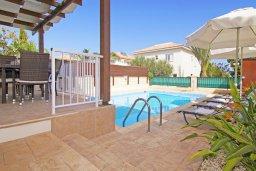 Бассейн. Кипр, Коннос Бэй : Прекрасная вилла с видом на море, с 3-мя спальнями, с бассейном, расположена недалеко от пляжа Mimosa