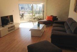 Гостиная. Кипр, Центр Лимассола : Апартамент в 20 метрах от пляжа, с гостиной, отдельной спальней и балконом