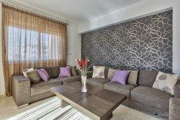 Гостиная. Кипр, Мутаяка Лимассол : Пентхаус с просторной гостиной, тремя отдельными спальнями, двумя ванными комнатами и большой террасой, для 6 человек